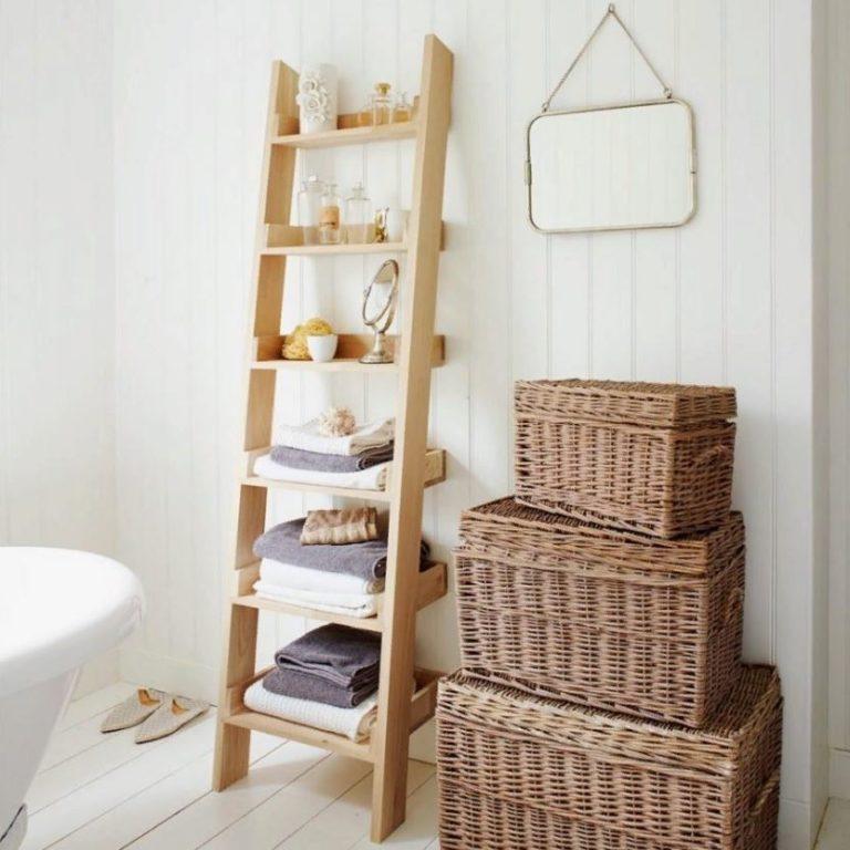 лестничное хранение полотенец в ванной
