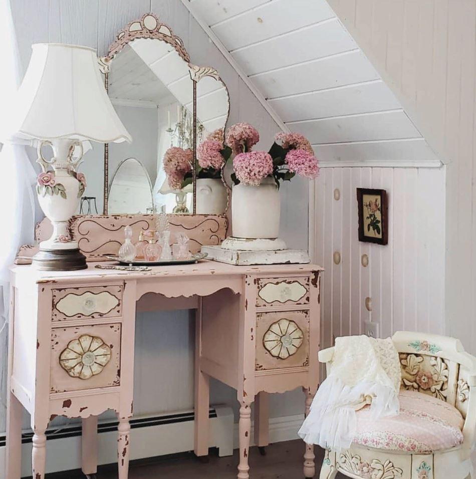 французский цветочный дизайн в маленькой ванной