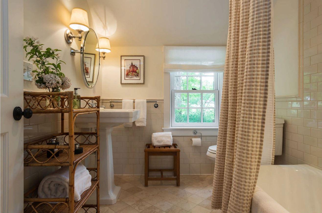 Хранение полотенец: 6 великолепных способов убрать ванную