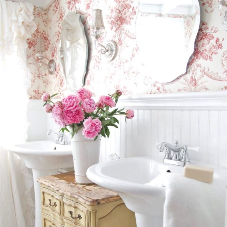 Французская цветочная маленькая ванная