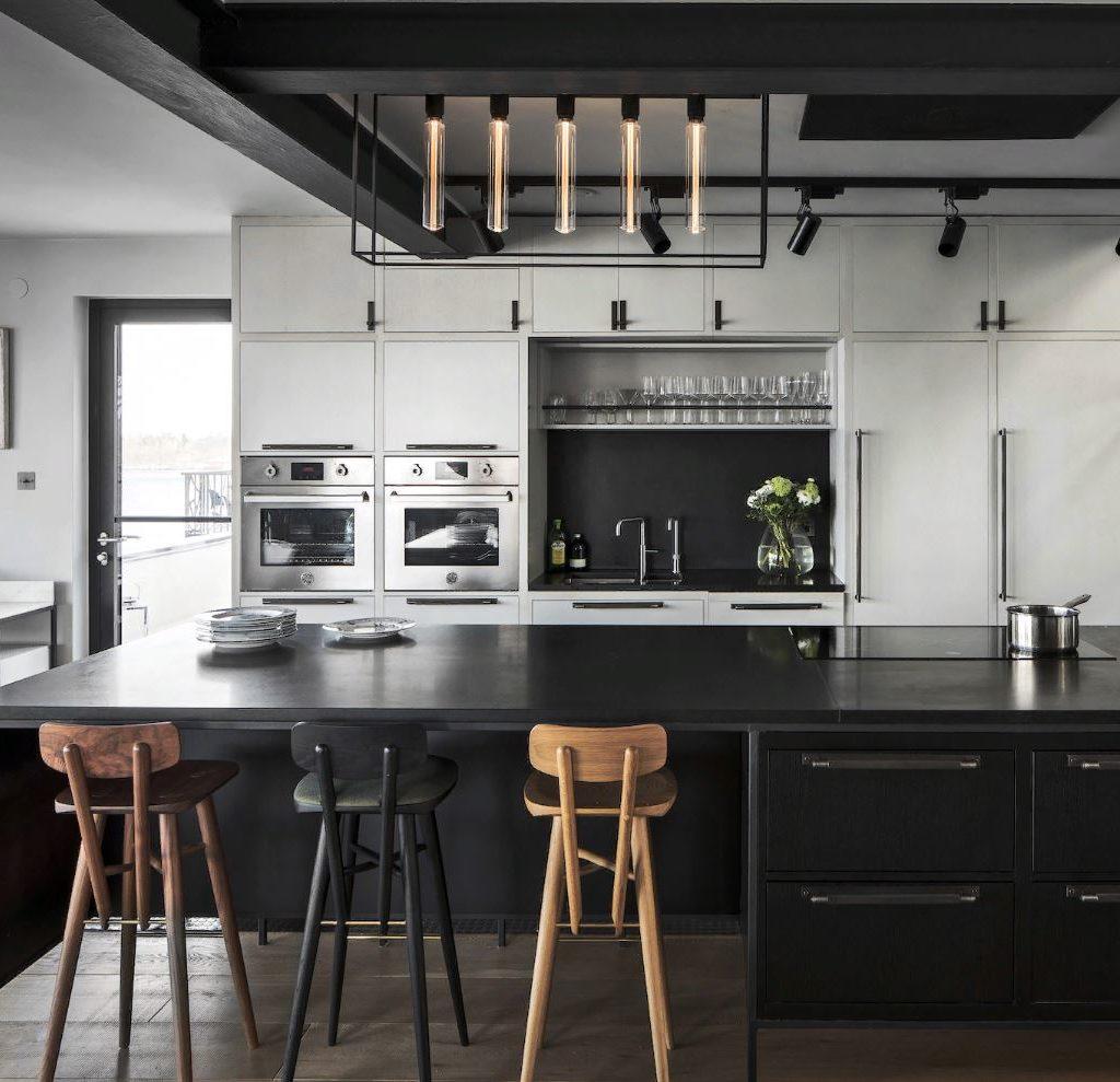 Черный кухонный декор: черная кухонная техника